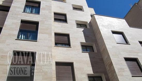 fachada de marmol travertino