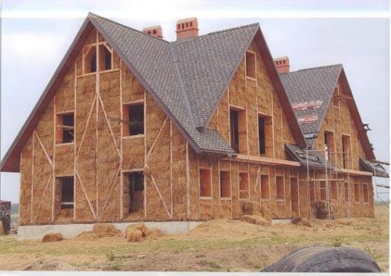casa con fardos de paja