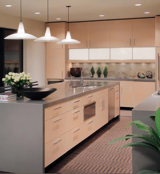 Dise os de cocinas en colores claros arkiplus for Idea de cocina de color topo