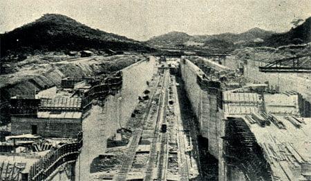 Exclusa superior durante la construcción del Canal de Panamá.