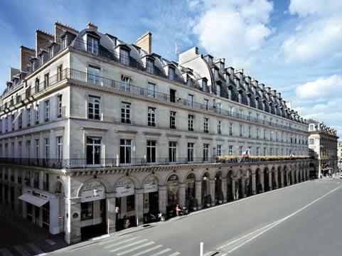 Fachadas amplias de la arquitectura francesa del siglo XVIII