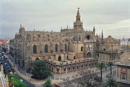 La catedral de sevilla arkiplus for Exterior catedral de sevilla