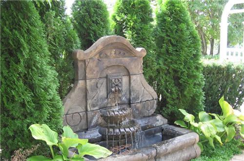 Ideas para usar fuentes en patios o jardines arkiplus - Fuentes para patios y jardines ...