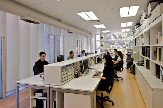 Oficinas modernas creativas y peque as arkiplus for Oficinas pequenas minimalistas