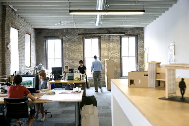 Oficinas modernas creativas y peque as arkiplus for Estilos de oficinas modernas