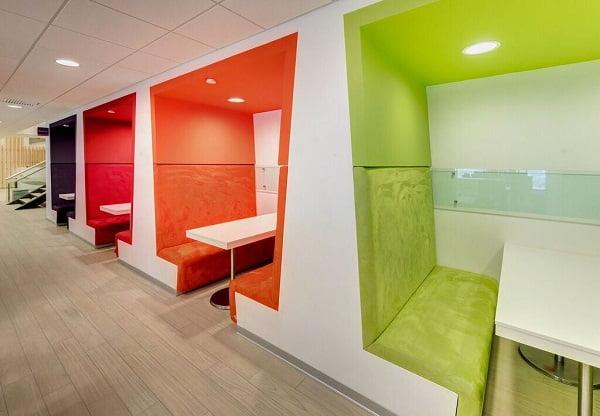 Dise o de interiores de oficinas modernas for Oficina en casa diseno