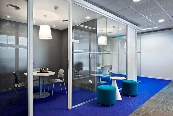 Dise o de interiores de oficinas modernas arkiplus for Arquitectura de oficinas modernas