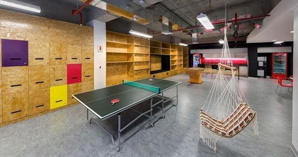 Dise o de interiores de oficinas modernas arkiplus for Diseno de oficinas corporativas