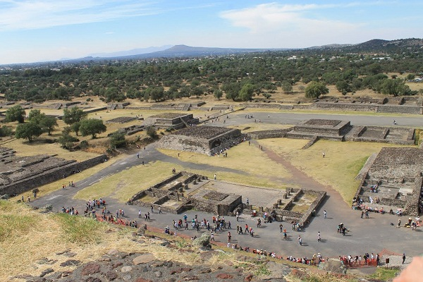 plaza-de-la-piramide-del-sol