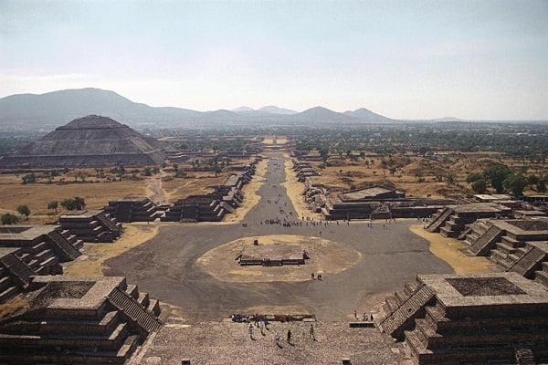 teotihuacan-calzada-muertos-piramide