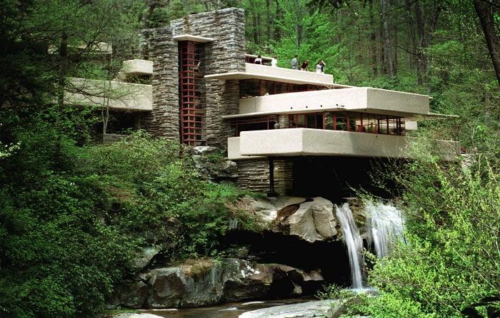 La casa emblema de la arquitectura modernista Falling Water.
