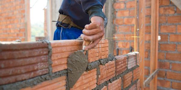 Albañil. Trabajadores de arquitectura y construcción