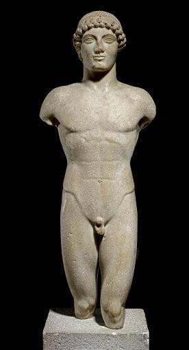 Apolo, ejemplo de escultura arcaica griega